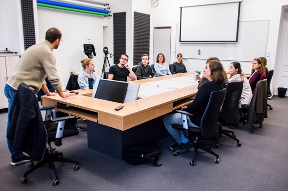 Při přestavbě učeben se zaměstnanci fakulty inspirovali učebnami zahraničních univerzit. Foto: Tomáš Hrivňák
