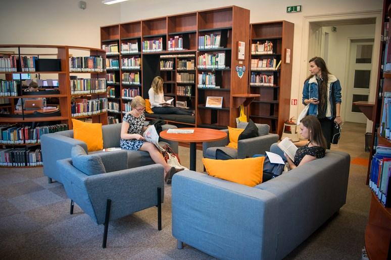O prázdninách se proměnilo několik učeben i oranžová studovna. Foto: Lenka Brothánková