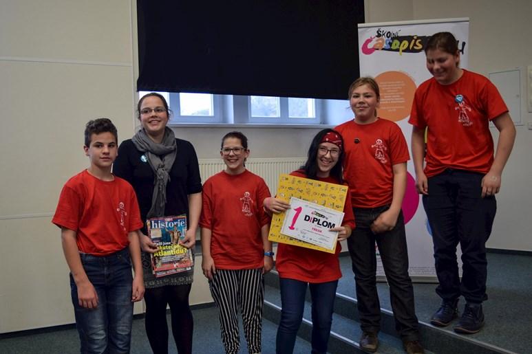 Redaktoři časopisu Třesk převzali ocenění za nejlepší obsah v kategorii 1. a 2. stupeň základních škol. Foto: Lenka Brothánková