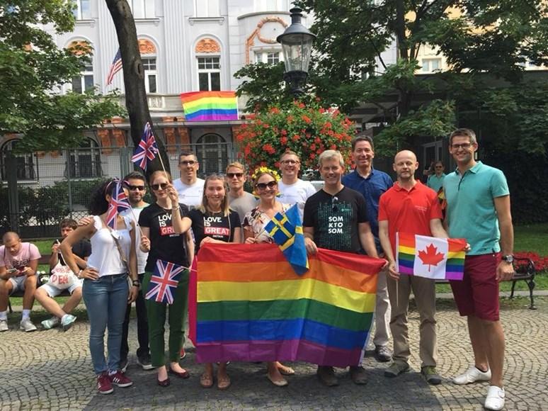 Ondřej Križko (vpravo) se zapojil do iniciativy Diplomaté za rovnost, která se staví proti diskriminaci na základě sexuality či genderové identity. Foto: archiv Ondřej Križko