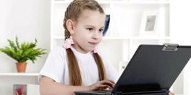 Téměř polovina dětí neví, jak ověřit informace na internetu