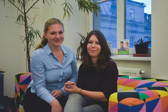 Saša Pospíšilová a Kateřina Burianová jsou ve třetím ročníku bakalářské psychologie. Foto: Eliška Podzemná