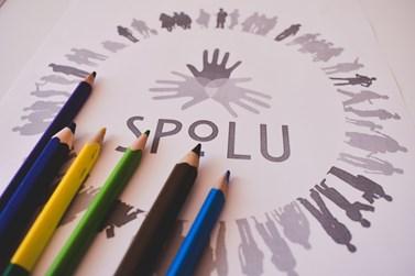 Studenti se ve SPOLU věnují třeba tvoření či malování. Foto: Eliška Podzemná