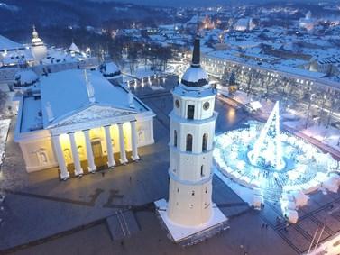 Dominanty hlavního města - katedrála a přilehlá věž v zimě. Foto: Ivana Tóthová