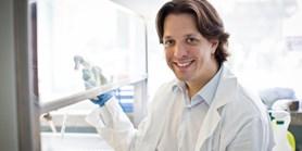 Mladý vědec hledá příčiny vzniku leukémie