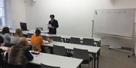 Přednáška prof. Hanady o japonském písmu