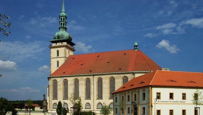 Foto: Přesunutý kostel Nanebevzetí Panny Marie v Mostě, Aktron, Wikimedia Commons, Creative Commons 2.5 Generic