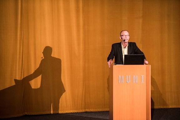 Známý norský antropolog přednášel v Univerzitním kině Scala pro stovky studentů a nadšenců. Foto: Tomáš Hrivňák