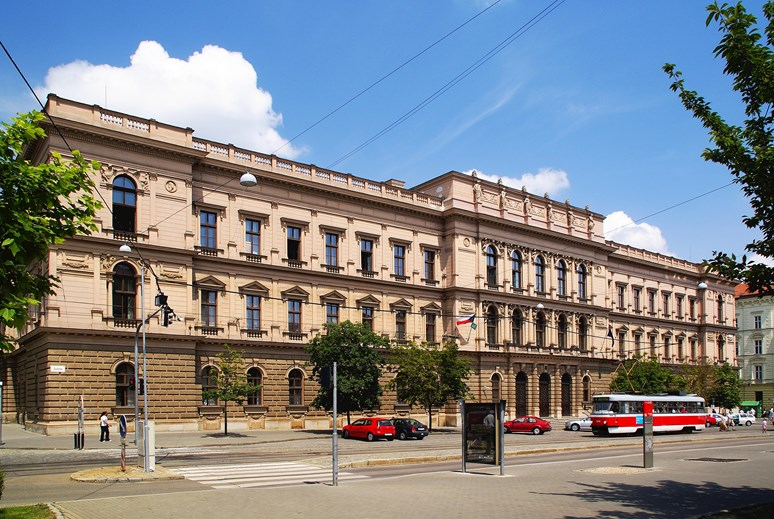 Foto: Ústavní soud (původně Zemská sněmovna, Zemský dům) v Joštově ulici v Brně. Stanislav Dusík, 3. 4. 2008. Wikimedia Commons CC BY SA 4.0