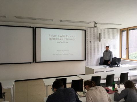 Prof. Jabłoński a jeho přednáška A word, a word form and paradigmatic relations in Japanese