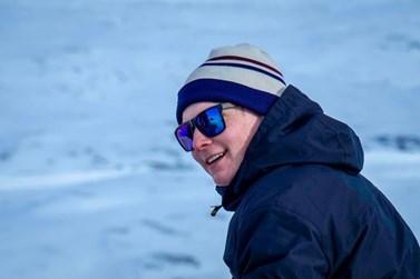 Jeden z vzácných momentů, kdy se zmrzlá tvář v křeči zkroutí do grimasy vzdáleně připomínající úsměv. Jedná se však pouze o optický klam. Foto: archiv Davida Doležala