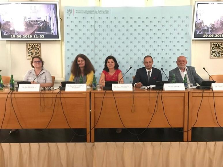 Dana Prudíková na ministerstvu zahraničních věcí při setkání s honorárními konzuly. Foto: archiv Dany Prudíkové