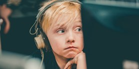 Představuje hodně času na internetu pro dítě riziko nebo příležitost?