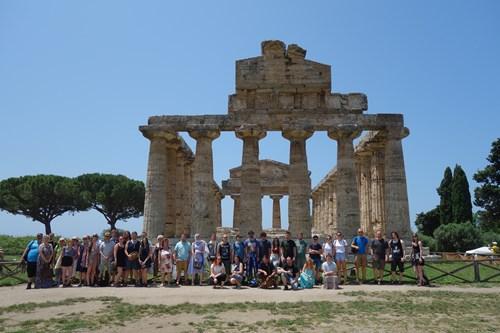 19 Účastníci Zájezdu (Paestum, Athénin Chrám)