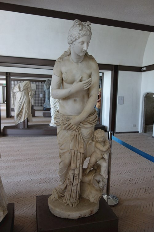 26 Najděte Dr. Jílka (Venuše Z Pozzuoli, Castello Di Baia)
