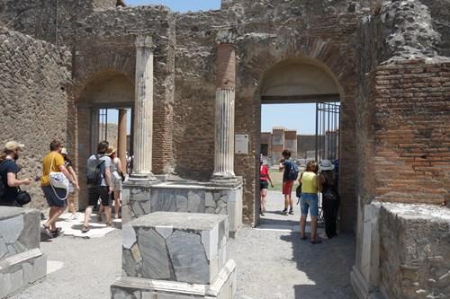 37 Fronta Do Masny (Pompeje, Macellum)