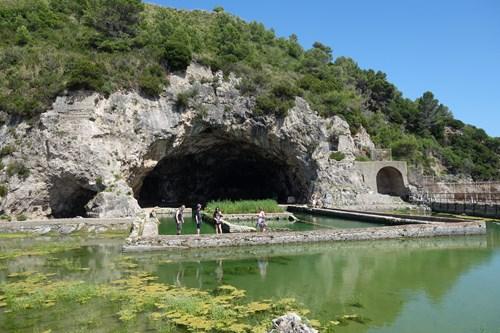 7 Tiberiova Jeskyně (Pozor, Padající Kamení!)