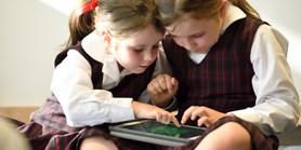 Čím striktnější pravidla vrodině, tím náruživěji děti technologie vyhledávají. Adalší zjištění studie zaměřené na české prvňáky adruháky