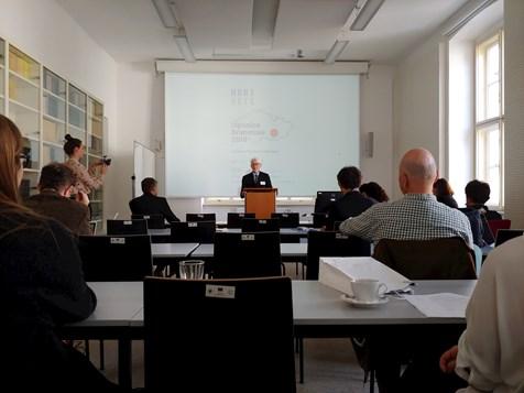 Prof. Arthur Stockwin a jeho přednáška