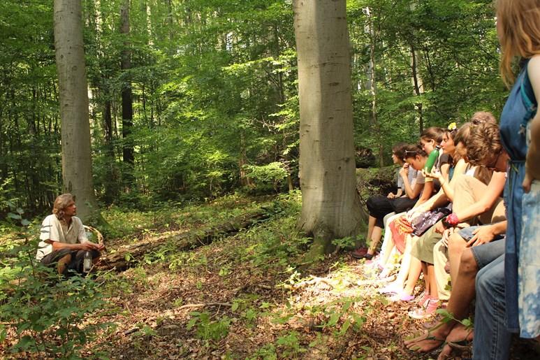 Přednášky v lese patřily mezi nejoblíbenější. Foto: Marie Drahoňovská
