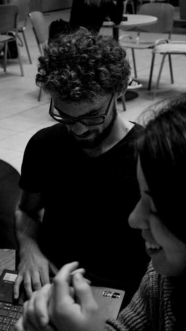 Podle Bujdáka je fakulta sociálních studií příznivým místem k povídání i potkávání nových lidí. Foto: Miloslava Némová