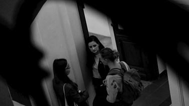Poslední debaty se spolužáky po skončení výuky. Foto: Miloslava Némová
