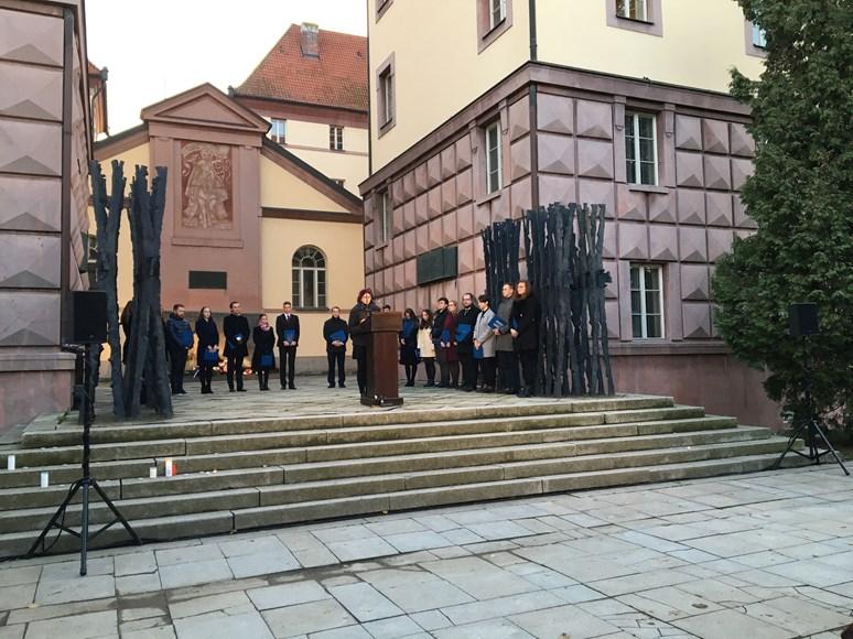 Studenti Masarykovy univerzity četli jména popravených a umučených, kteří byli zavražděni v Kounicových kolejích nacisty.Foto: Josef Bártů