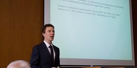 Rektor jmenoval nového docenta na ESF