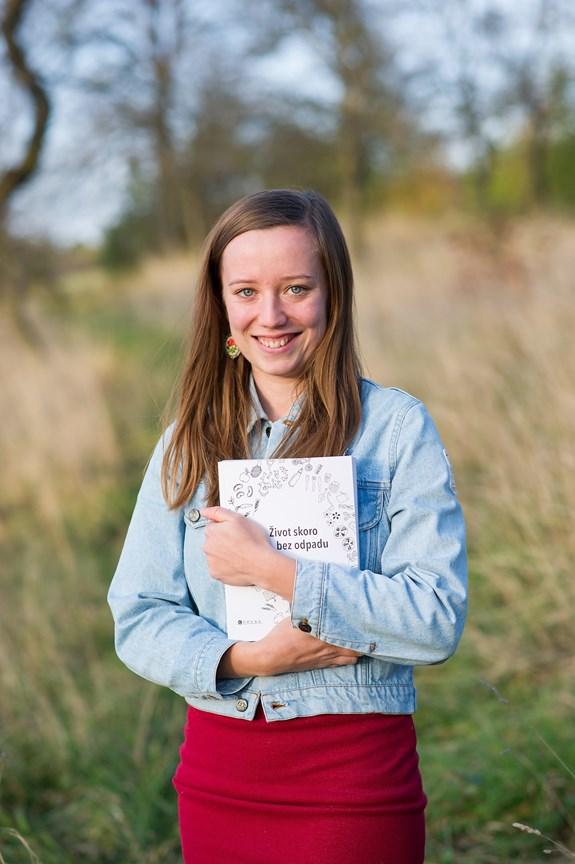Kniha Život téměř bez odpadu je encyklopedickým návodem k bezodpadovému žití, ale také příběhem autorek. Foto: archiv Heleny Škrdlíkové