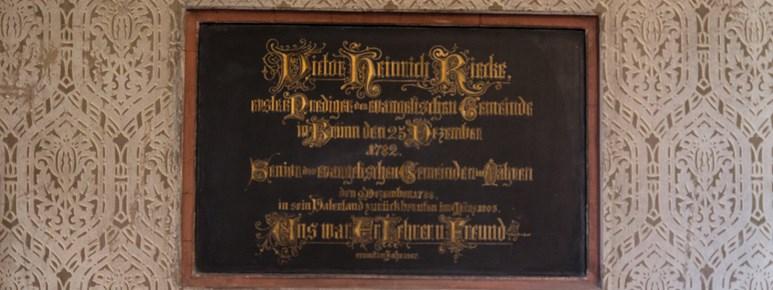 Pamětní deska připomínající Victora Heinricha Rieckeho, prvního kazatele německého evangelického sboru. Foto: Denisa Marynčáková