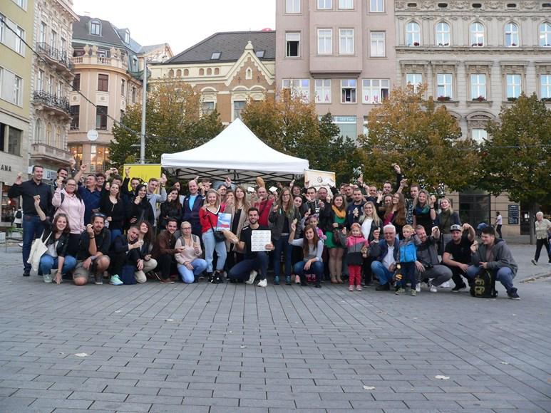 Propagační akce na Náměstí Svobody přilákala na web zhruba 20 lidí. Foto: archiv Jana Mazáče