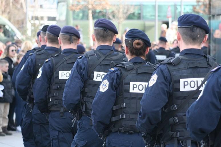 Kosovská policie během přehlídky, ilustrační foto. Foto: SUHEJLO, Wikimedia Commons, CC BY-SA 3.0