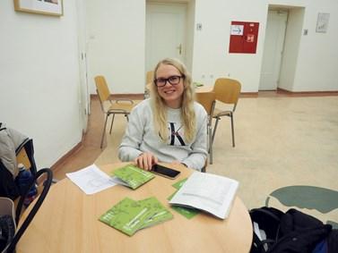 Barbora Beránková se zajímá o magisterské studium. Na fakultě sociálních studií ji zaujaly bezpečnostní a strategická studia a mezinárodní vztahy. Foto: Radka Rybnikárová