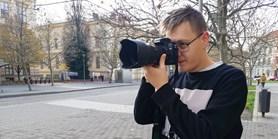 Na kurtu jsem se cítil jako anglická královna, říká mladý fotograf