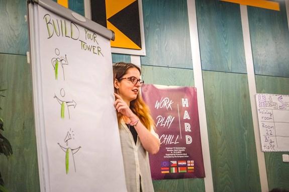 Lucie Sitarová chtěla být spisovatelkou, nakonec se ale našla v neformálním vzdělávání a stala se mentorkou krátkodobých projektů Erasmus+. Foto: archiv Lucie Sitarové