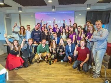 Organizátoři z neformální skupiny mládeže Proactive Mind, účastníci a porotci na Erasmus+ školení. Zdroj: Proactive Mind