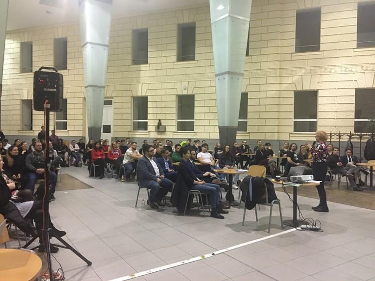 Foto: Program na Fakultě sociálních studií se těšil velké návštěvnosti. Foto: Barbora Mitášová