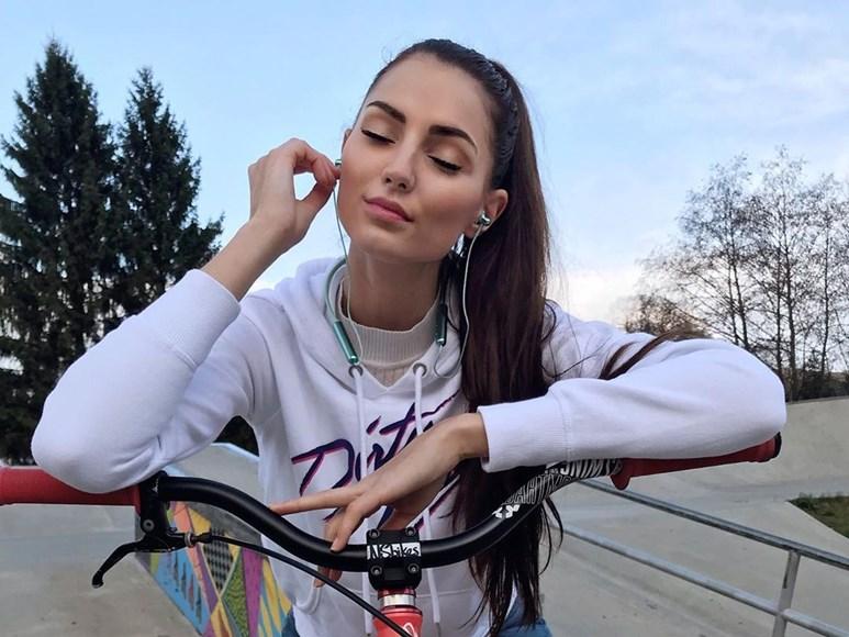 Ve volném čase míří Kopíncová do skateparku.