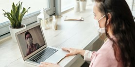 Používejte ke komunikaci a online práci univerzitní nástroje