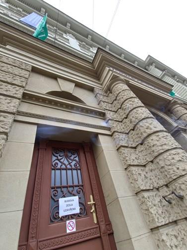 Budova fakulty byla pro všechny studenty uzavřená až do 28. dubna. Foto: Jakub Doubek