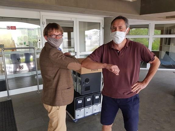 Počítače pro projekt Symbios přebírá Bohuslav Binka.