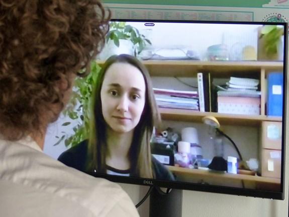 Studenty čekají státnice online. Podmínkou je mít stolní počítač, notebook nebo tablet, funkční webkameru i mikrofon. Foto: Radka Rybnikárová