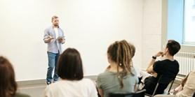 Vysoká škola obchodní a hotelová Brno hledá vyučujícího ekonomických předmětů