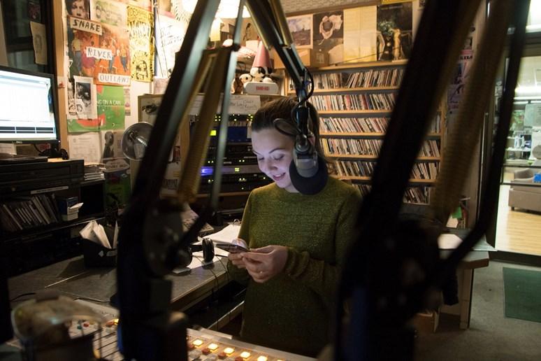 Na rádiu KBGA moderovala vlastní show Immigrant song. Zdroj: Anastasija Kriušenko