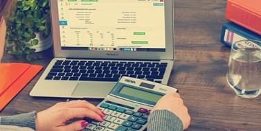 Legislativní novinky: Novela daňového řádu, zrušení povinné maturity z matematiky a nová koncepce výpočtu dovolené
