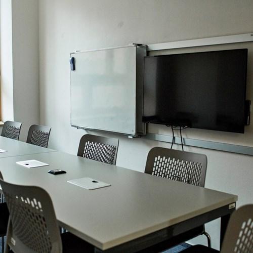 Vybavení týmové studovny s kapacitou 10 míst