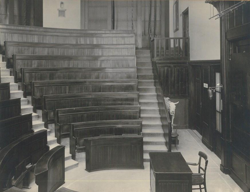 Interiér auly Lékařské fakulty MU, stav v době první republiky