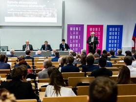 Konference 30 let transformace české ekonomiky a společnosti.