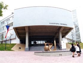 Nová moderní budova.