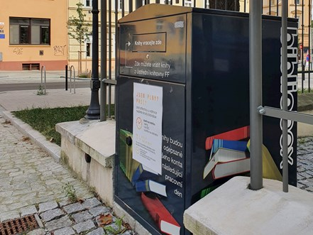 Book Drop at the entrance to the faculty premises from Arne Nováka street